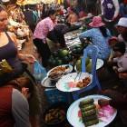 _okušanje dobrot na lokalnem marketu_