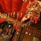 _v lokalnem budističnem templju_