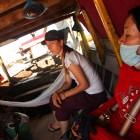"""_z lokalnim """"trajektom"""" na sosednji otok Koh Trong (zadaj Daniela iz Švice)_"""