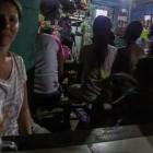 _večerni ritual v lokalni oštariji, ko cela vas pride gledat TV limonade_